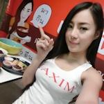 タイで巨乳美女モデルが経営するタイ料理店が話題