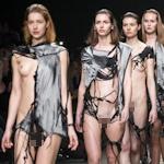 おっぱいどころかマンコまで露出しちゃってるオランダのファッションショーの画像