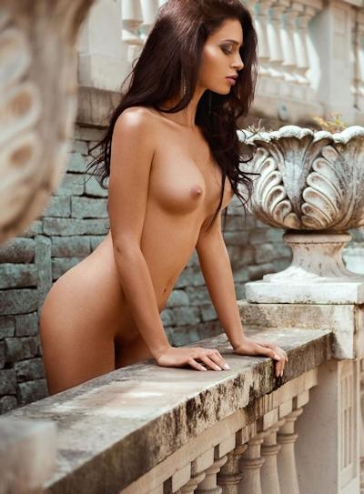 イタリアモデル Corinne Piccolo ヌード画像 2