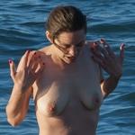 フランス女優 Marion Cotillard(マリオン・コティヤール) パパラッチされたトップレス画像