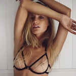 ドイツ美女モデル Maya Stepper(マヤ・ステッパー) スケ乳首ランジェリー画像