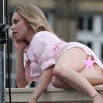 アメリカ女優 Amanda Seyfried(アマンダ・サイフリッド)がパリで撮影中ノーパンでマンコ見えてた