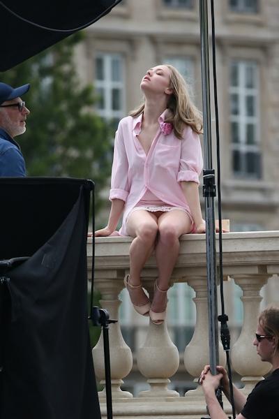 アメリカ女優 Amanda Seyfried(アマンダ・サイフリッド)がパリで撮影中ノーパンでマンコ見えてた 2