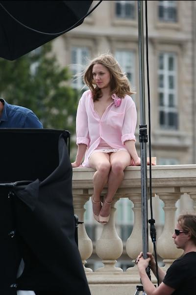 アメリカ女優 Amanda Seyfried(アマンダ・サイフリッド)がパリで撮影中ノーパンでマンコ見えてた 3