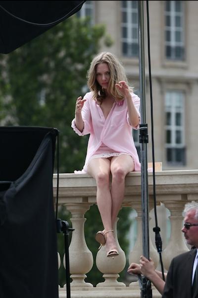 アメリカ女優 Amanda Seyfried(アマンダ・サイフリッド)がパリで撮影中ノーパンでマンコ見えてた 4