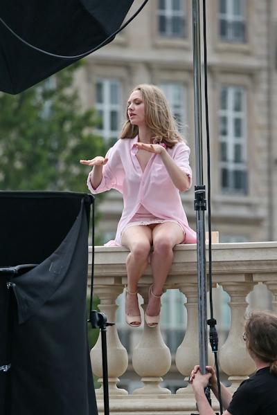 アメリカ女優 Amanda Seyfried(アマンダ・サイフリッド)がパリで撮影中ノーパンでマンコ見えてた 5