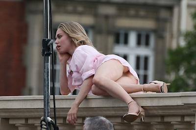 アメリカ女優 Amanda Seyfried(アマンダ・サイフリッド)がパリで撮影中ノーパンでマンコ見えてた 7