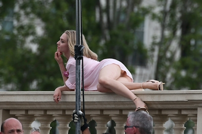 アメリカ女優 Amanda Seyfried(アマンダ・サイフリッド)がパリで撮影中ノーパンでマンコ見えてた 9