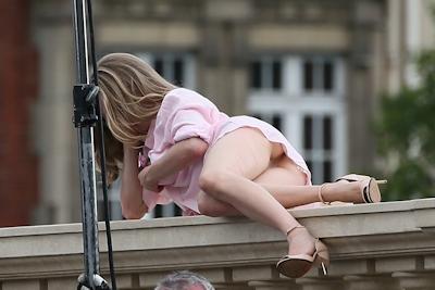 アメリカ女優 Amanda Seyfried(アマンダ・サイフリッド)がパリで撮影中ノーパンでマンコ見えてた 12