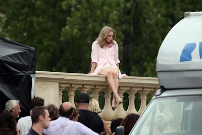 アメリカ女優 Amanda Seyfried(アマンダ・サイフリッド)がパリで撮影中ノーパンでマンコ見えてた 14