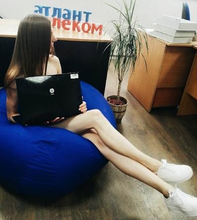 ベラルーシ大統領が「国民は裸で仕事を」と命令したんでオフィスで裸になってる写真 1
