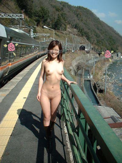日本の素人女性 野外露出ヌード画像 6