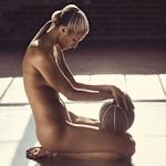 アメリカ女子プロバスケットボール選手 Elena Delle Donne(エレナ・デル・ドネ)がセミヌードを披露