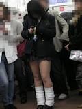 日本の女子高生はスカート短い 11