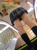 日本の女子高生はスカート短い 13