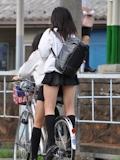 日本の女子高生はスカート短い 18