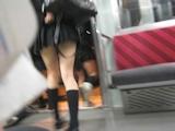 日本の女子高生はスカート短い 19