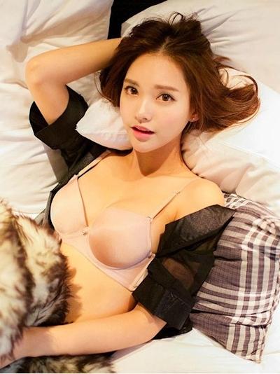 Um Ji Eun ランジェリー画像 3