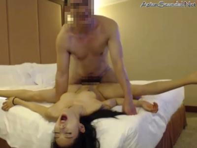 中国のメガネ男が美女をハメ撮り 14
