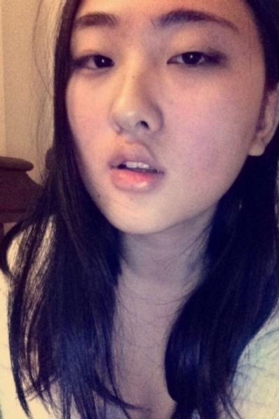 アジア系巨乳美少女 自分撮りヌード画像 1