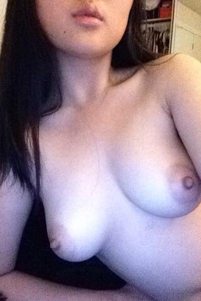 アジア系巨乳美少女 自分撮りヌード画像 10