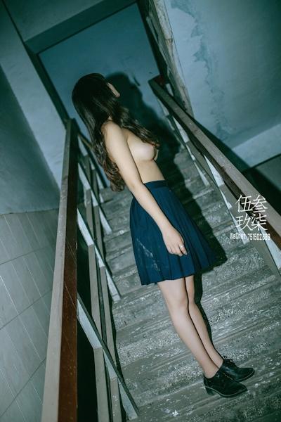 美乳な中国美少女のヌード画像 9
