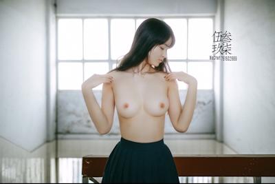 美乳な中国美少女のヌード画像 10