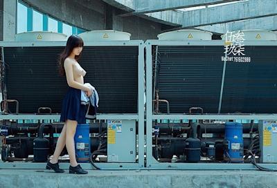 美乳な中国美少女のヌード画像 11