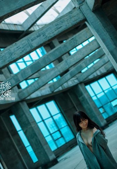 美乳な中国美少女のヌード画像 14