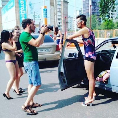 ロシアのガソリンスタンドがビキニ&ハイヒールで来店したら無料キャンペーンでビキニ美女多数来店 18