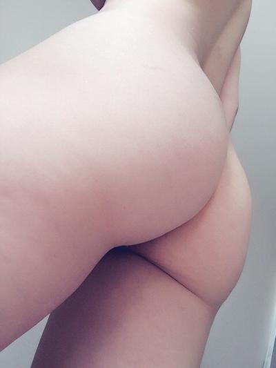 巨乳な美人女子大生の自分撮りヌード画像 9