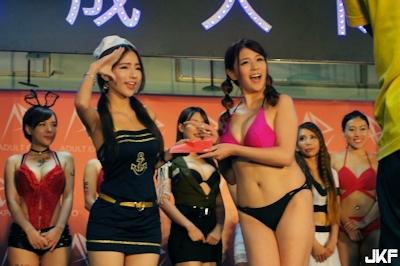 台湾成人展2016(アダルトエキスポ) ショーガール Dora 周盈欣 1
