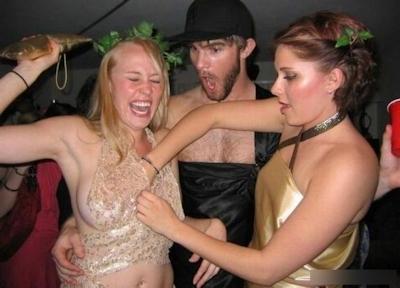 西洋の素人美女が悪ふざけで撮ったセクシー画像 12