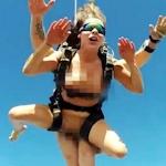 ロシアの名門大学法学部の女子大生 Angelina Doroshenkova がポルノ女優になり全裸スカイダイビング 【動画あり】