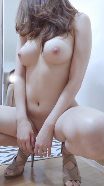 美乳な韓国女性の自分撮りヌード画像 7