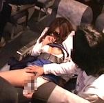 飛行機内で寝ていた女性の下半身にローションを塗った男に禁錮2年