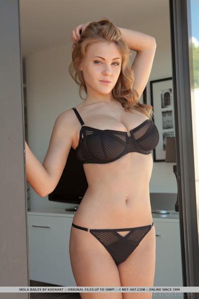 Viola Bailey Nude 1