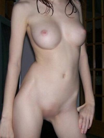 美巨乳&パイパンな美人コールガールのヌード画像 3
