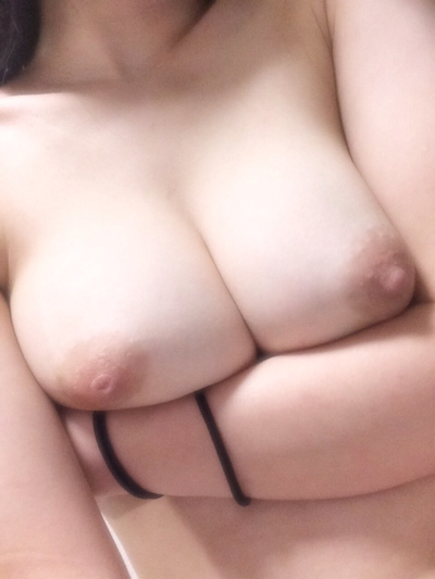 Gカップ巨乳な女子大生の自分撮りヌード画像 14