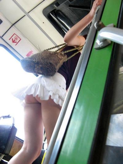 ミニスカからはみ出してるセクシーヒップ画像 17