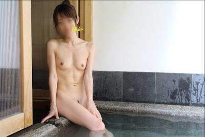 スレンダー微乳な素人美女のヌード画像 2