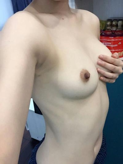 アジアン美女の自分撮りおっぱい画像 7