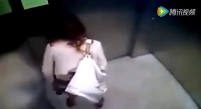 OLがエレベーター内でう○ちしちゃってる動画 3