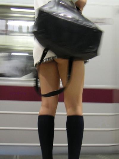 日本のJKのミニスカート画像 2