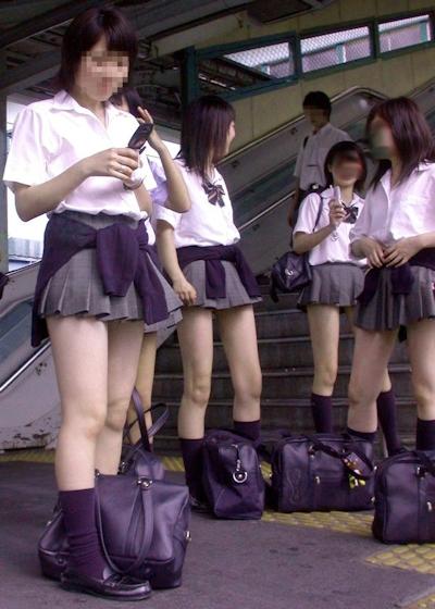 日本のJKのミニスカート画像 4