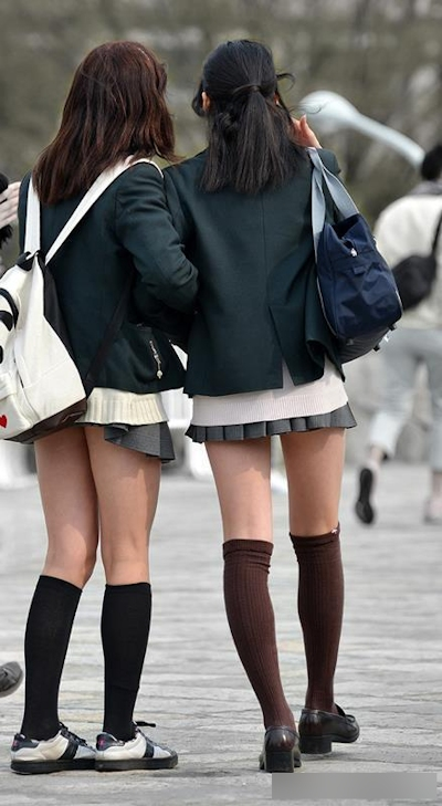 日本のJKのミニスカート画像 6