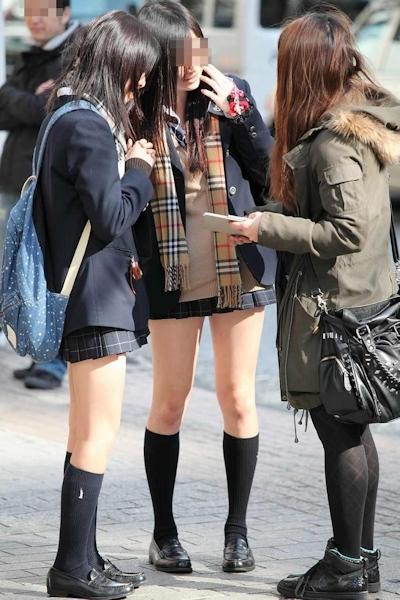 日本のJKのミニスカート画像 7