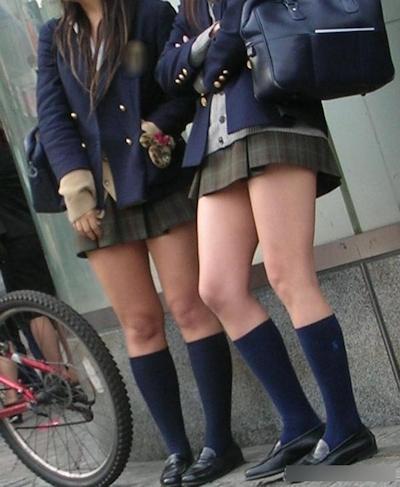 日本のJKのミニスカート画像 9