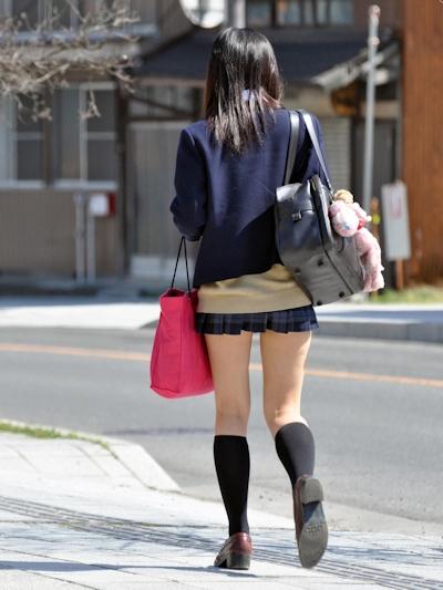 日本のJKのミニスカート画像 19