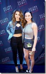 Selena-Gomez-Nipple-280702 (2)